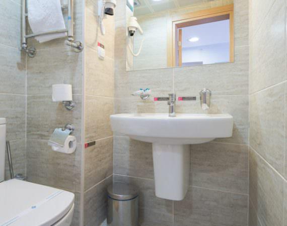 Стандарт двухкомнатный с двуспальной кроватью и диваном (YALTA INTOURIST)